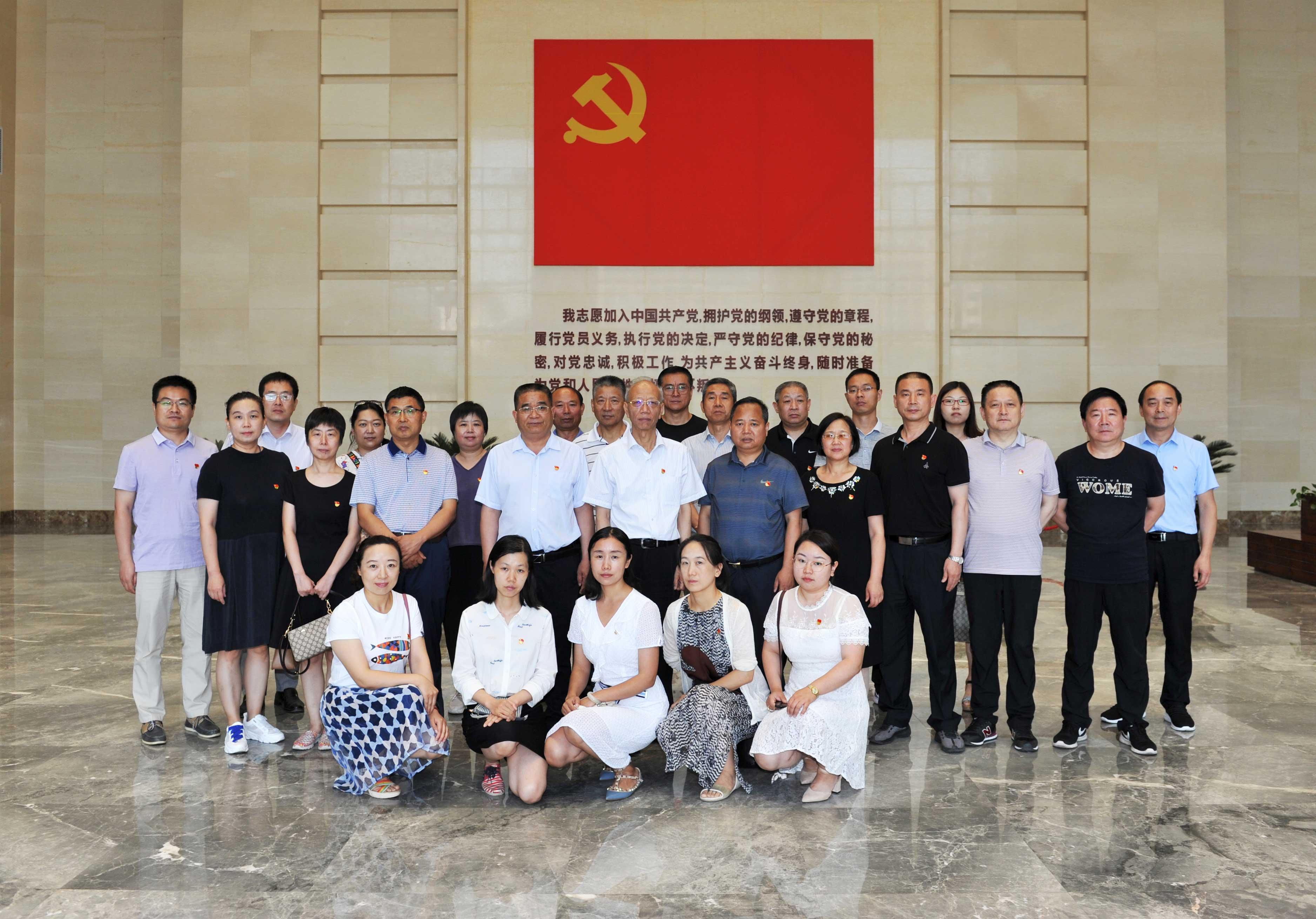 省委党史研究室组织党员干部参观主题教育展