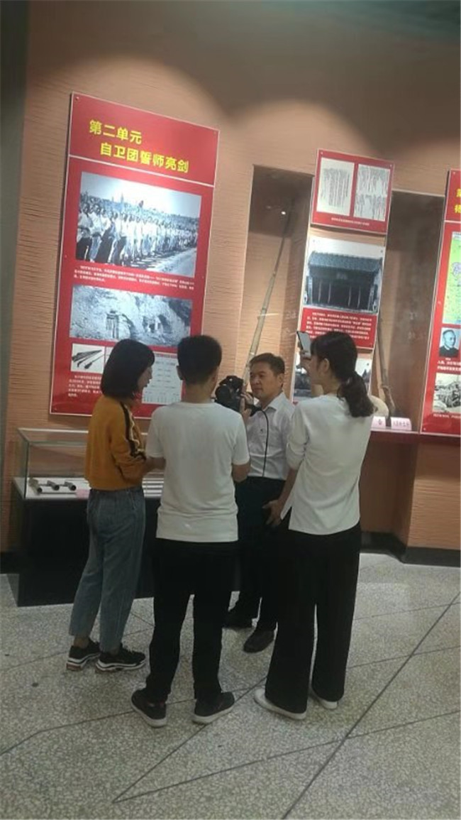 济源市委党史研究室主任张新武接受河南电视台都市频道采访