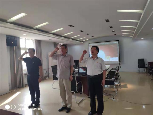 鹤壁市委党史研究室组织开展主题教育集中研讨并重温入党誓词