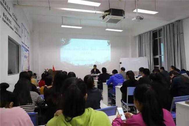 商丘市党史新中国史宣讲团进企业授课