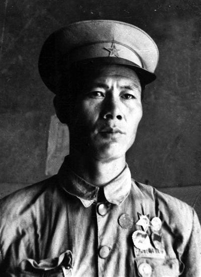 吕顺保:战斗英雄 爱兵爱民