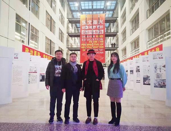 我院三位教师与大赛组委会秘书长合影(右一为郭云帅老师)