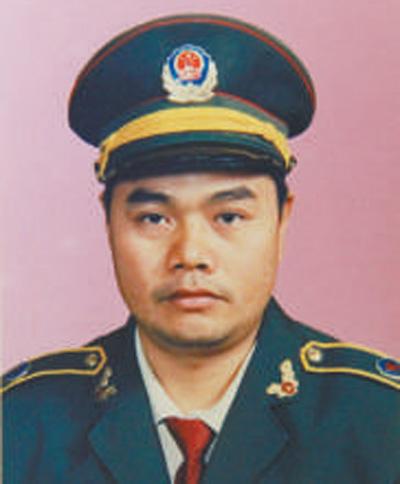 杨启泉:  人民卫士 屡破案件