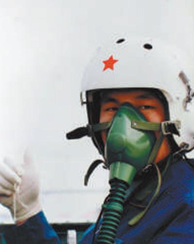 冯思广:  生死关头 保护群众