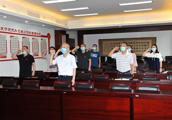 省委党史研究室主任修振环为秘书处支部党员讲党课