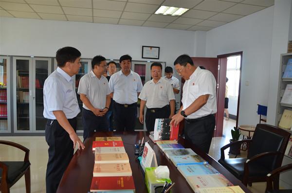 中共鹤壁市委书记马富国到市委党史研究室调研