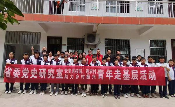 """我室组织部分青年干部到后席村开展""""我为群众办实事""""社会实践活动"""