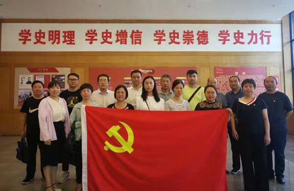 省委党史研究室开展红色观展观影主题党日活动