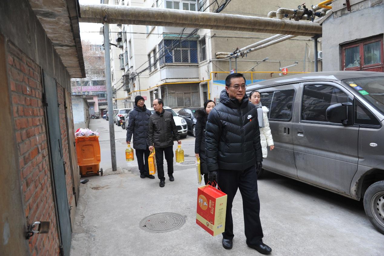 省委党史研究室慰问社区结对帮扶困难群众