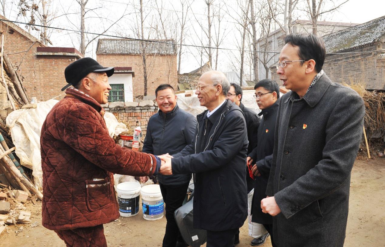 省委党史研究室主任修振环深入太康县后席村调研脱贫攻坚工作