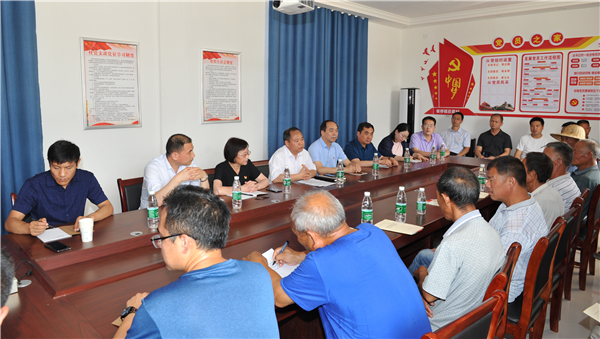 省委党史研究室副主任李海民到太康县后席村调研脱贫攻坚工作