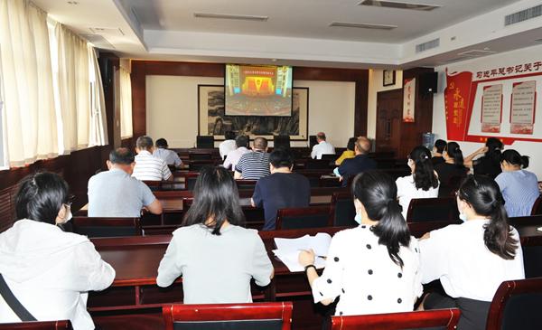 省委党史研究室收看全国抗击新冠肺炎疫情表彰大会直播