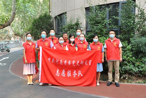 省委党史研究室青年志愿服务队参与文明交通执勤