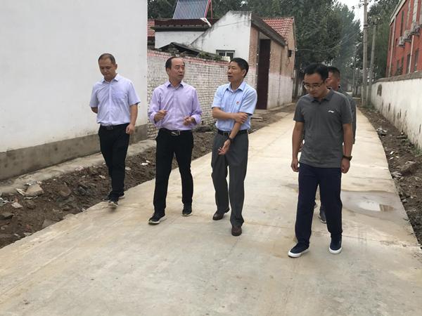 太康县委常委、组织部部长于阗镇到后席村调研并看望我室驻村工作队队员