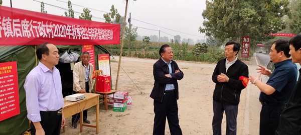 省委党史研究室副主任、机关党委书记路海江到后席村调研指导定点扶贫工作